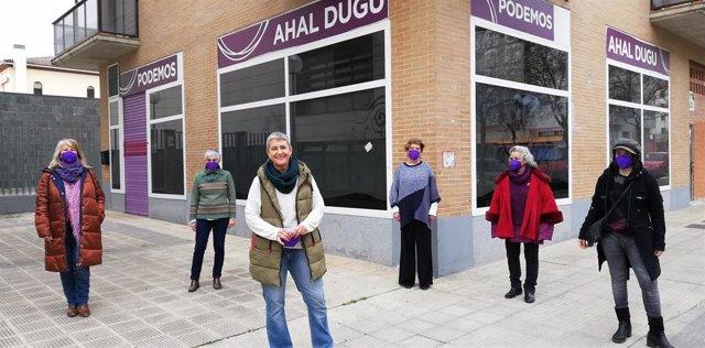 Neniques Roldán, candidata a la Coordinación Autonómica de Podemos en Navarra, con las personas que conforman su lista al Consejo Ciudadano