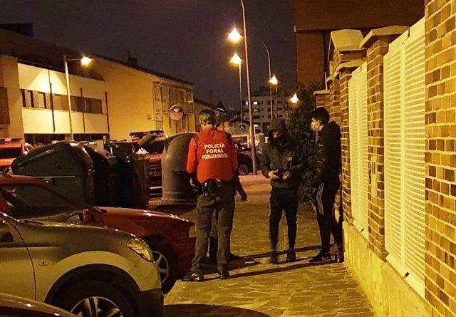 Denunciados en Mutilva por escapar de una fiesta en una vivienda particular