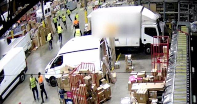 Els homes es feien passar per repartidors de missatgeria per robar en empreses logístiques de Catalunya.