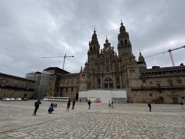 Archivo - La Praza do Obradoiro, con la Catedral de Santiago de Compostela, a inicios del mes de julio.