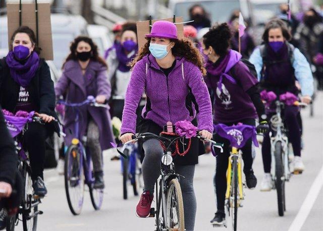 Bicicletada ecofeminista en Santander por el Día de la Mujer