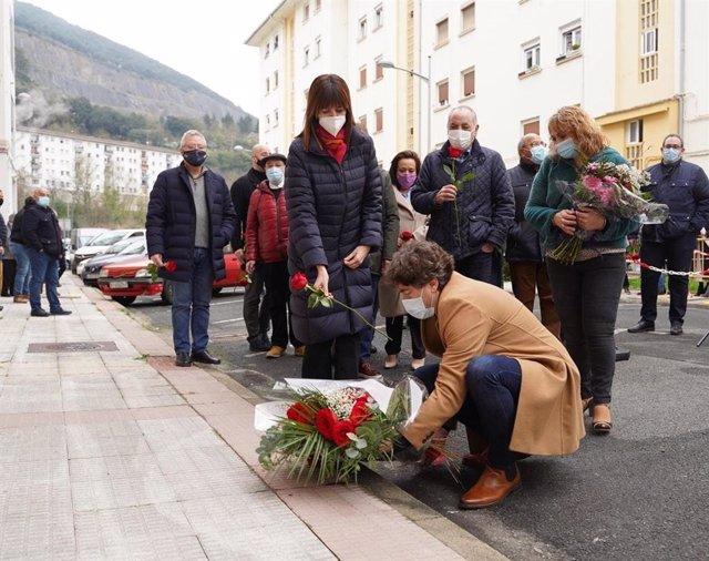 Ofrenda floral del PSE-EE en homenaje a Isaías Carrasco