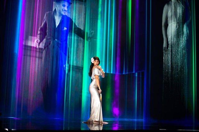 Actuación musical de la cantante Nathy Peluso interpretando 'La Violetera' durante los Premios Goya 2021