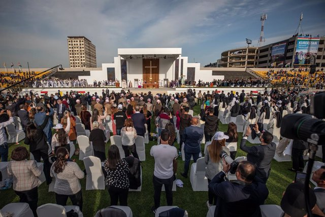 07 March 2021, Iraq, Erbil: Pope Francis leads a mass at Erbil's Franso Hariri Stadium as part of his visit to the autonomous Kurdistan Region in northern Iraq. Pope Francis arrived in Iraq on Friday for the first ever papal visit to the Middle Eastern co