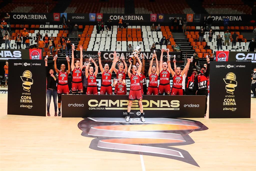 El Spar Girona alza su primera Copa de la Reina