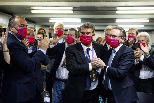 Celebración de 'Estimem el Barça' tras ganar Joan Lapora las elecciones a la presidencia del FC Barcelona, el domingo 7 de marzo de 2021