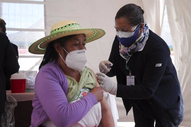 15 February 2021, Mexico, Toluca: A woman receives a dose of AstraZeneca coronavirus (Covid-19) vaccine during the vaccination campaign for adults over 60 years in the State of Mexico. Photo: Jorge Alvarado/El Universal via ZUMA Wire/dpa