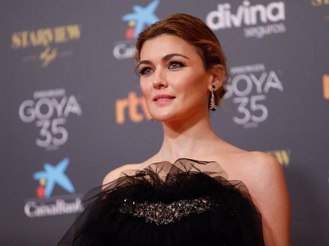 La actirz Marta Nieto,  posa  en la alfombra roja en la 35 edición de los Premios Goyaen elTeatro del Soho CaixaBank de Málaga