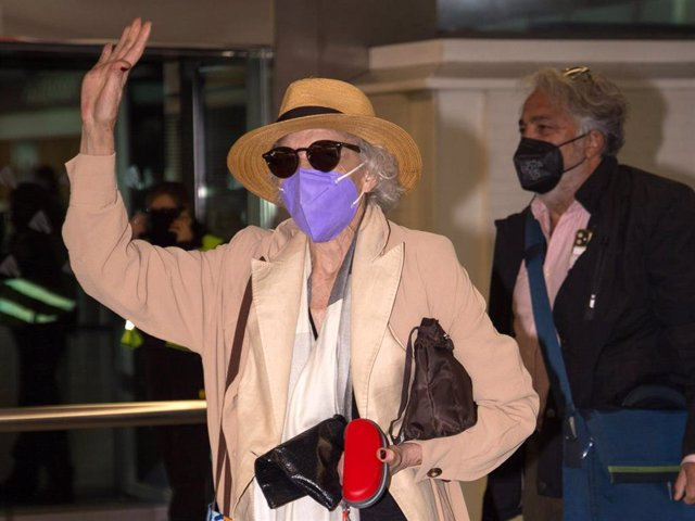Marisa Paredes, a su llegada a Madrid tras haber participado en la Gala de los  Goya