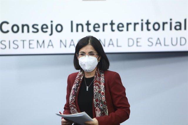La ministra de Sanidad, Carolina Darias, tras ofrecer una rueda de prensa después de la reunión del Consejo Interterritorial del Sistema Nacional de Salud, en Madrid (España), a 3 de marzo de 2021. Según ha informado Darias, este fin de semana van a llega
