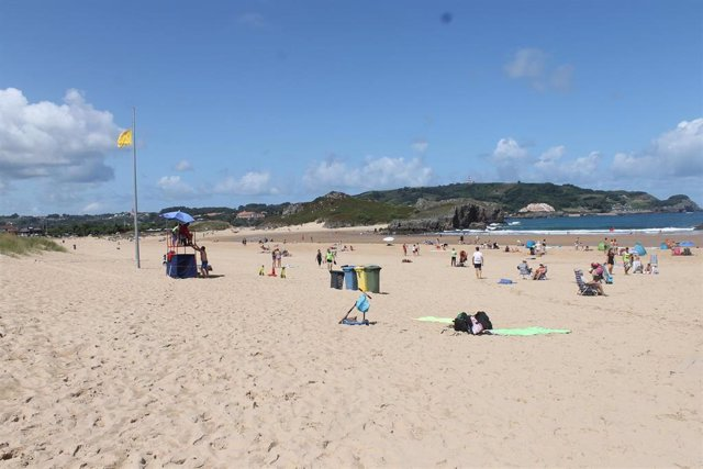 Archivo - Playa de Ris. Noja