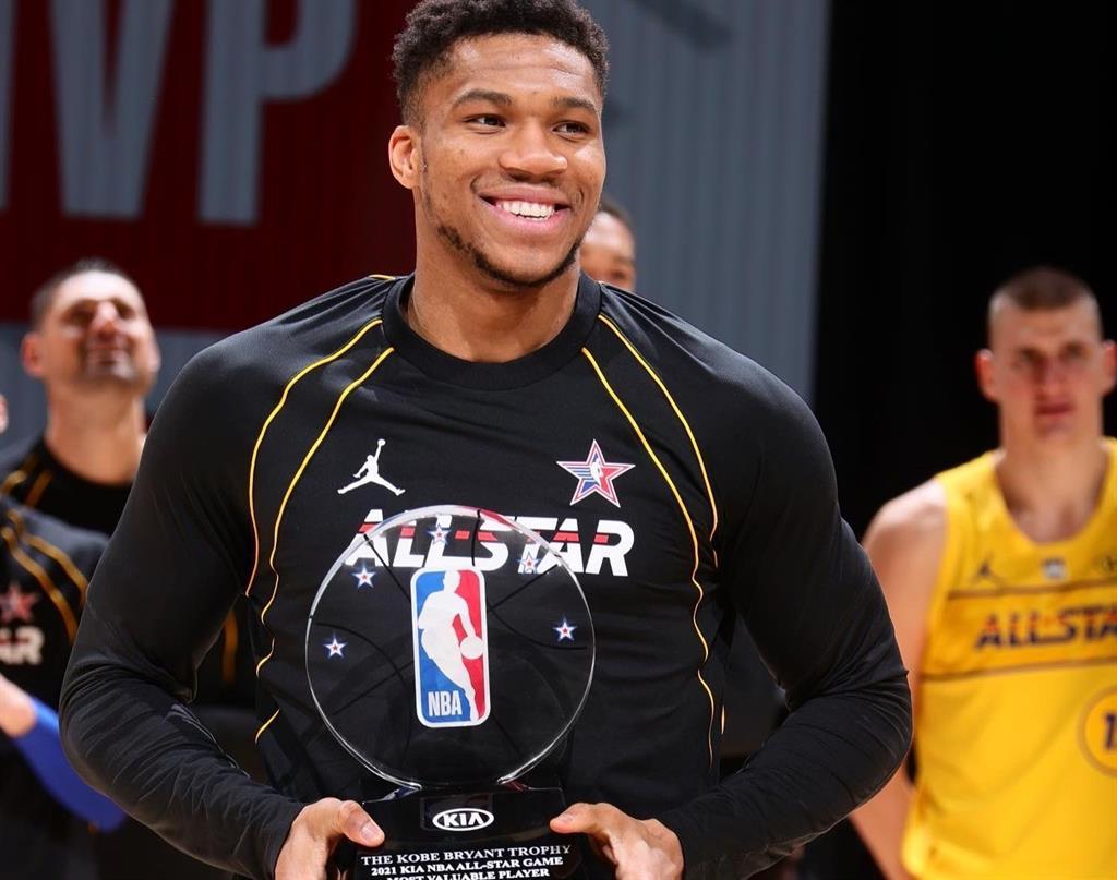 Antetokounmpo reina en el 'All Star', Curry en los triples y Simons en los mates