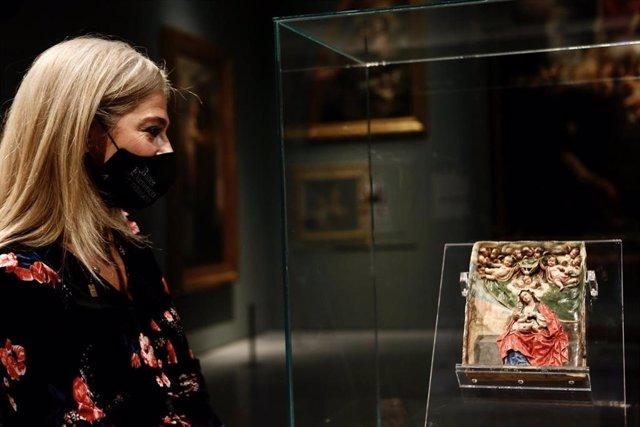 Del Pozo abre las actividades del Día de la Mujer con la exhibición del relieve de 'La Roldana' en el Bellas Artes de Sevilla