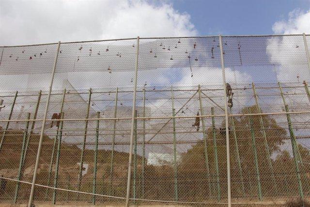 Archivo - Arxiu - Imatge de la tanca de Melilla després d'un salt massiu el 2018