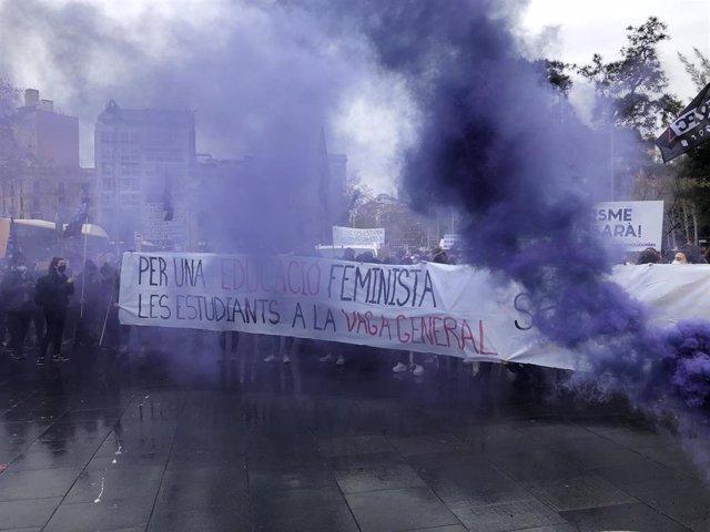 Manifestación de estudiantes en Barcelona por el Día Internacional de la Mujer.