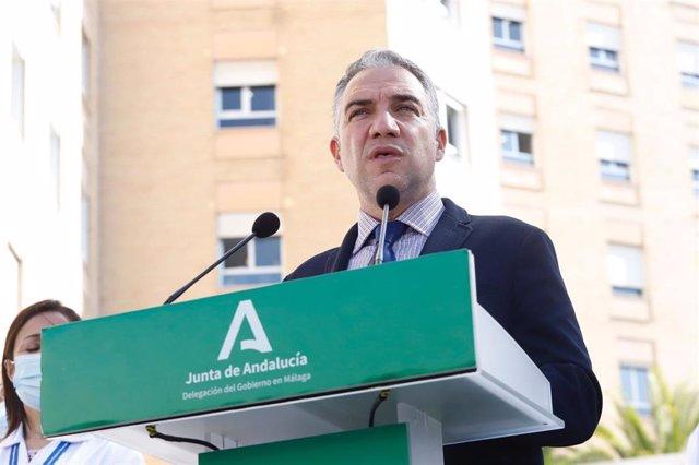 El consejero de la Presidencia, Administración Pública e Interior, Elías Bendodo, en el Hospital Regional de Málaga