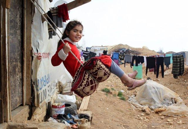Archivo - Niña refugiada siria en Líbano