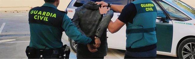 Archivo - Imagen de archivo de una detención practicada por la Guardia Civil