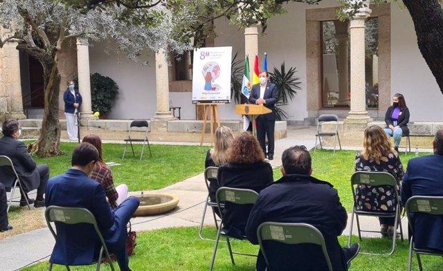 El presidente de la Junta, Guillermo Fernández Vara, en el acto institucional con motivo del Día Internacional de la Mujer