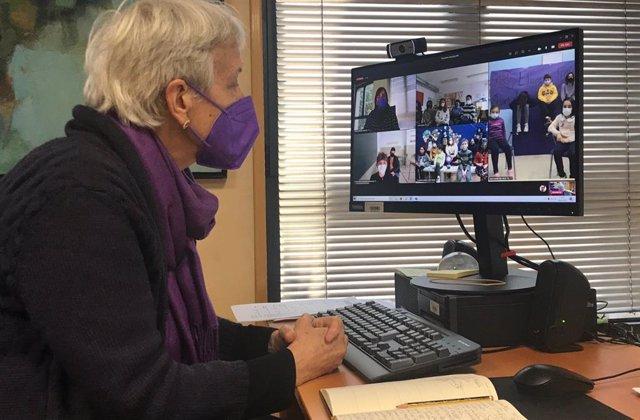 La consejera de Educación, Carmen Suárez, mantiene un encuentro virtual con centros educativos con motivo del Día Internacional de la Mujer