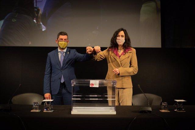 L'expresident de la Cambra de Barcelona Joan Canadell i la seva successora, la nova presidenta de l'entitat, Mònica Roca.