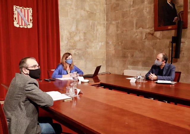 Archivo - Urresti, junto a Armengol e Yllanes, durante una reunión.