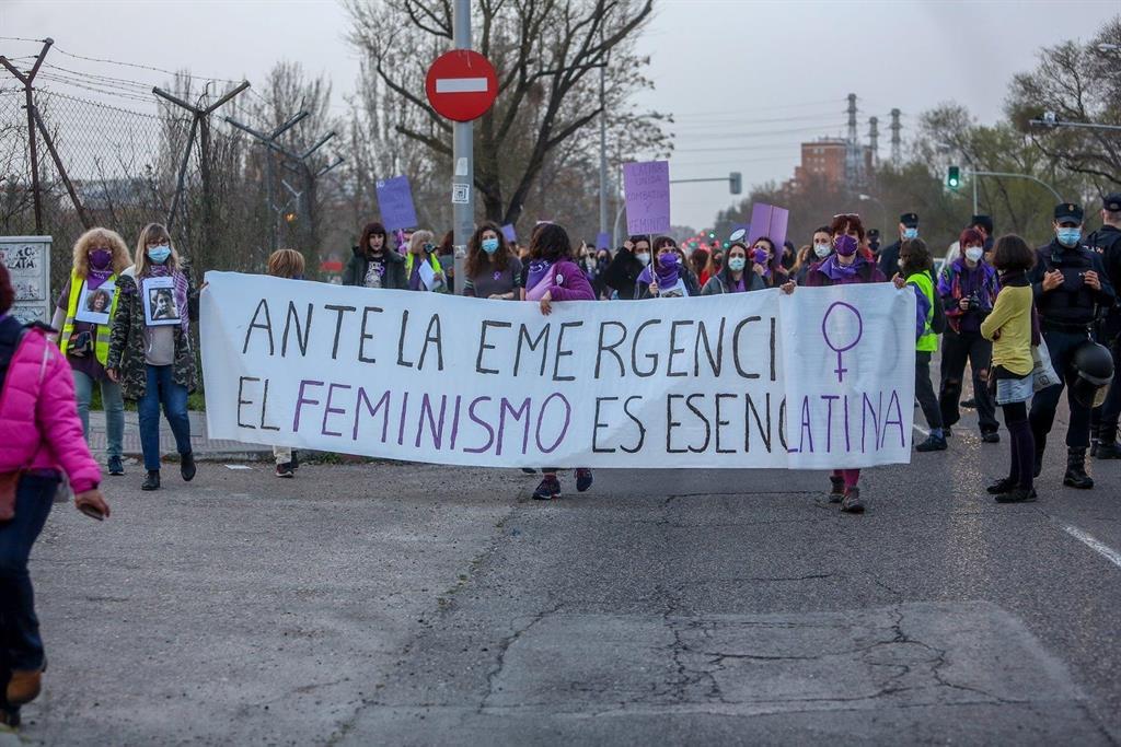 """Comisión 8M desconvoca sus actos en Madrid pero ve la prohibición como una """"invisibilización"""" de las mujeres"""