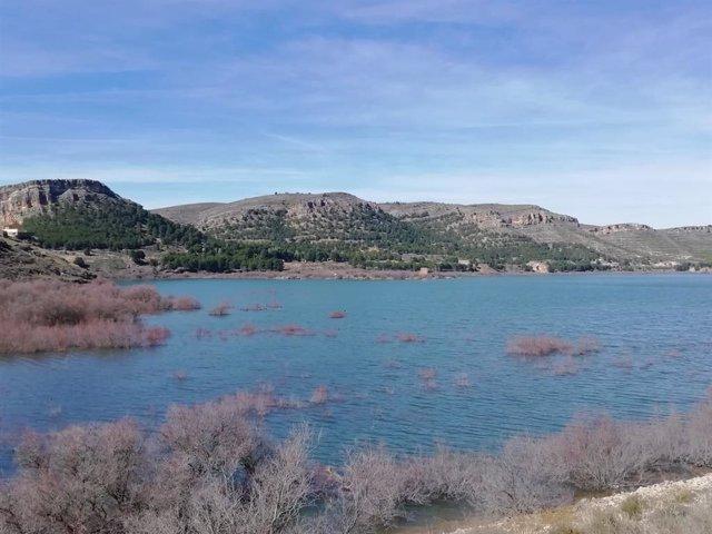 Archivo - La reserva de agua embalsada en la cuenca del Ebro está a un 82% de la capacidad total.