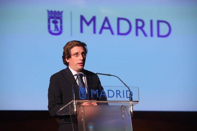 El alcalde de Madrid, José Luis Martínez-Almeida, durante su intervención en el acto por el Día de la Mujer.