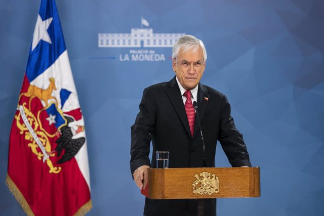 Archivo - HANDOUT - 18 March 2020, Chile, Santiago: Chilean President Sebastian Pinera speaks during a televised address to declare a national state of catastrophe, in an attempt to contain the spread of the coronavirus. Photo: Sebastian rodriguez/Preside