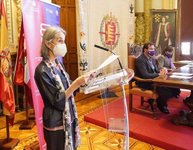 La catedrática María Isabel del Val, durante su intervención en el acto del Día de la Mujer en el Ayuntamiento de Valladolid.