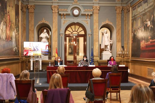 La presidenta del Congreso de los Diputados, Meritxell Batet; la presidenta de la Cámara Alta, Pilar Llop; y la vicepresidenta primera del Gobierno , Carmen Calvo,  en el Día Internacional de la Mujer, en Madrid (España), a 8 de marzo de 2021.
