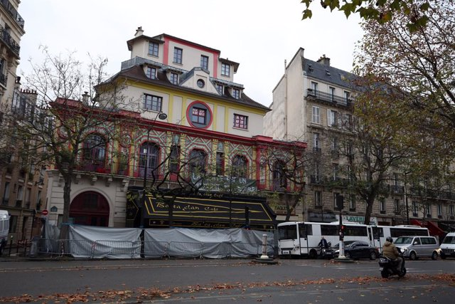 Archivo - The exterior of the Bataclan theatre in Paris, as Parisians returned to work for the first time since Friday's terror attacks, as tribute sites continued to grow.