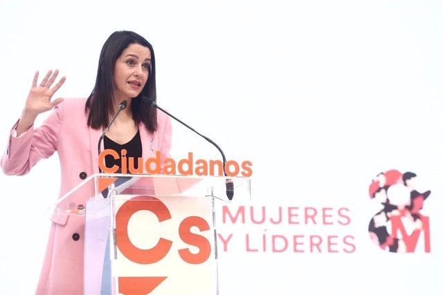 La presidenta de Ciudadanos, Inés Arrimadas, ofrece una rueda de prensa posterior a la reunión del Comité Permanente de Ciudadanos, en Madrid, (España), a 8 de marzo de 2021.