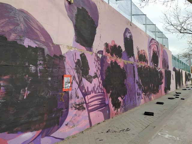 Mural feminista de Ciudad Lineal vandalizado