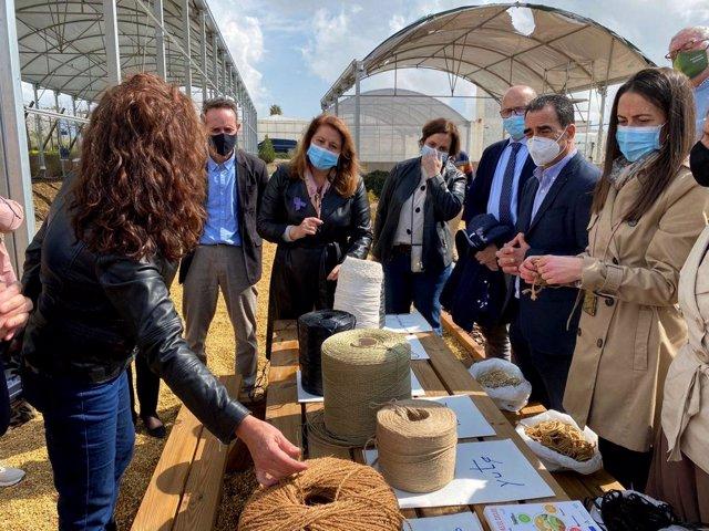 La consejera de Agricultura visita el centro Ifapa de La Mojonera (Almería)