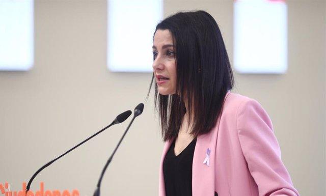 La presidenta de Ciudadanos, Inés Arrimadas, en una rueda de prensa posterior a la reunión del Comité Permanente del partido en su sede de Madrid.