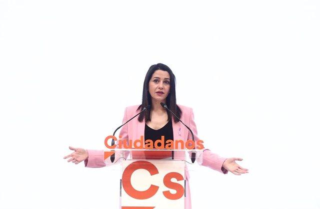 La presidenta de Ciudadanos, Inés Arrimadas, ofrece una rueda de prensa posterior a la reunión del Comité Permanente del partido en su sede de Madrid.