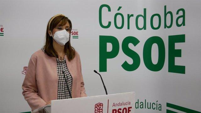 La secretaria de Igualdad y Equidad del PSOE de Córdoba, Felisa Cañete, en la sede de su partido.