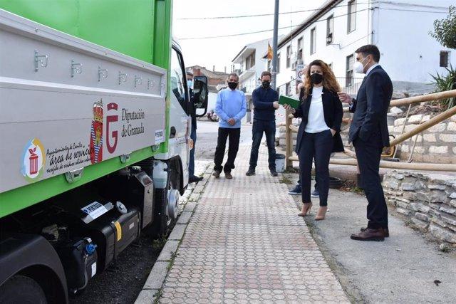 Vehículo portacontenedores financiado por la Diputación en Caniles