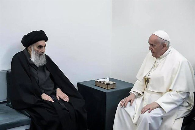 HANDOUT - 06 March 2021, Iraq, Najaf: Pope Francis meets with Shiite Muslim cleric Grand Ayatollah Ali al-Sistani, at the latter's home in Najaf. Photo: -/Ayatollah Ali al-Sistani Office/dpa - ATTENTION: editorial use only and only if the credit mentioned