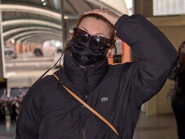 Najwa Nimri llega a la estación del Ave de Madrid tras los Goya