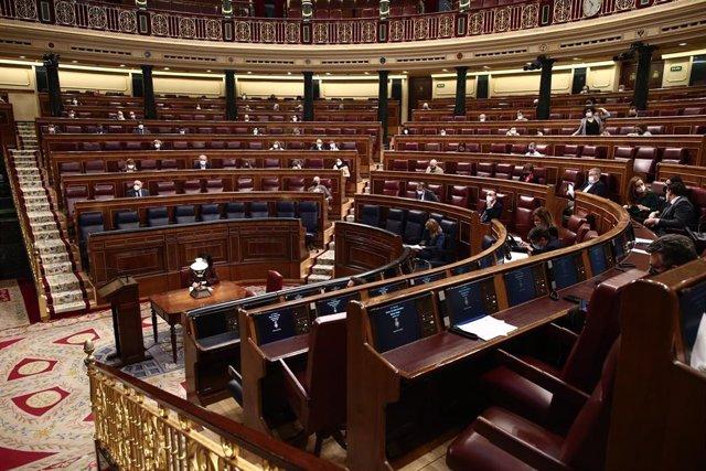 Archivo - Miembros del Congreso sentados en el hemiciclo durante una sesión plenaria celebrada en el Congreso de los Diputados, en Madrid, (España), a 4 de febrero de 2021.