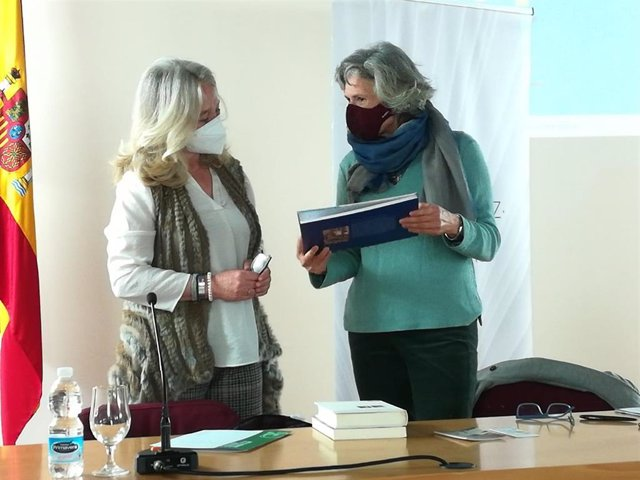 Mercedes Colombo en el homenaje a la investigadora Marisol Dorao en el Día de la Mujer en Cádiz