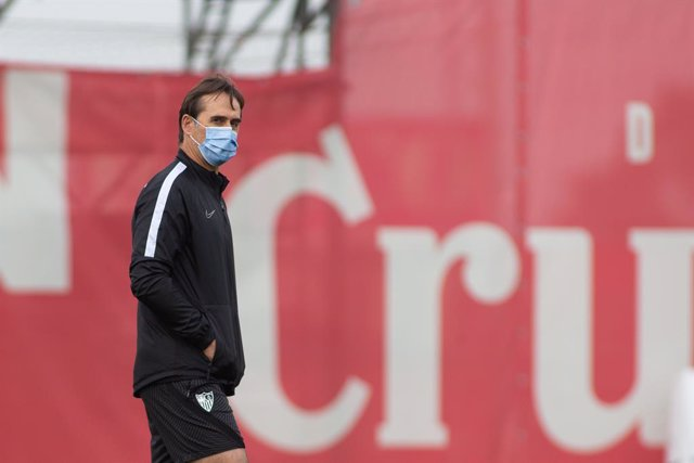 Julen Lopetegui, head coach of Sevilla, during training of Sevilla Futbol Club at Jose Ramon Cisneros Palacios Sport City on February 25, 2021 in Sevilla, Spain.