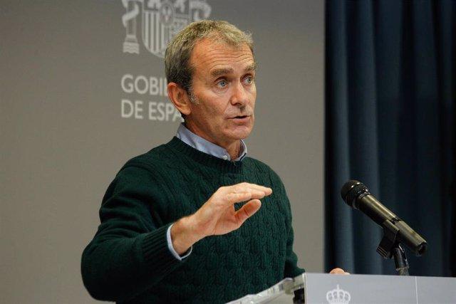 El director del Centro de Coordinación de Alertas y Emergencias Sanitarias (CCAES), Fernando Simón, ofrece una rueda de prensa sobre el seguimiento de la pandemia por COVID-19, en el Ministerio de Sanidad, en Madrid (España), a 8 de marzo de 2021