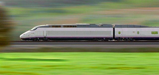 Archivo - Tren AVE de Renfe de la serie 100