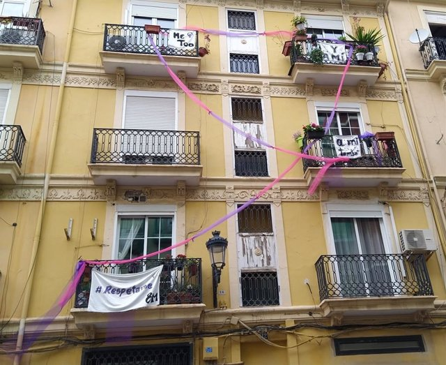 Balcón del barrio de Russafa de València este 8M