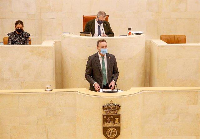 El consejero de Desarollo Rural, Guillermo Blanco, en el Parlamento