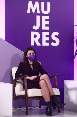 La ministra de Igualdad, Irene Montero, sentada durante el acto institucional con motivo del 8 de marzo, Día Internacional de la Mujer, organizado por el Ministerio de Igualdad, en Madrid, (España), a 8 de marzo de 2021. Durante el acto se proyectarán víd